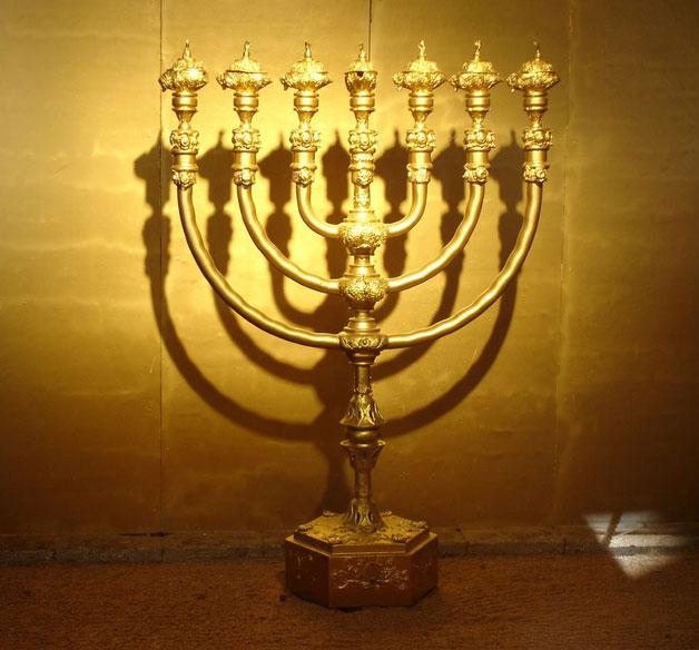 menorah-golden-candlestick-gold-lampstand
